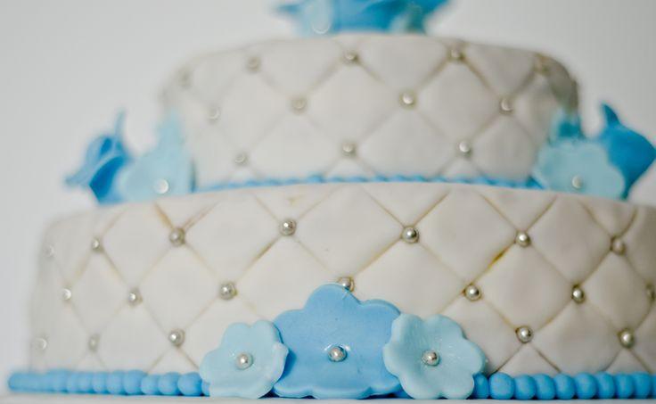 Bruidstaart blauwe bloemen detail