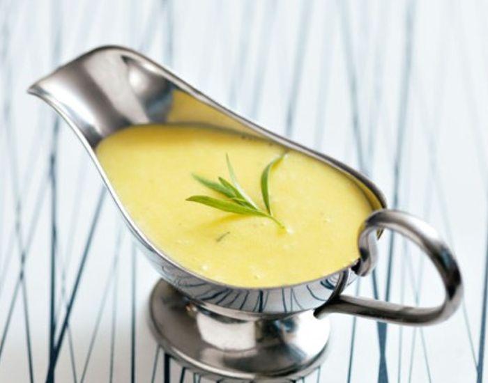 Lær at lave en lækker og luftig bearnaise sauce fra bunden