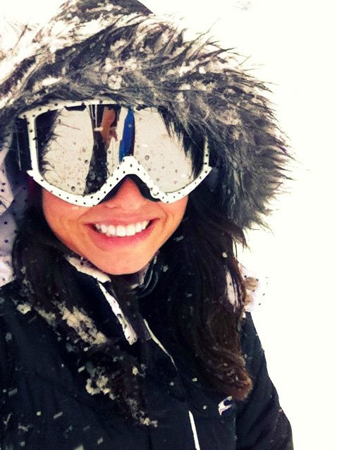 Love this look. Love the spotted Smith Goggles. Cute if the hood could somehow stay up. I'm guessing it can't though :(
