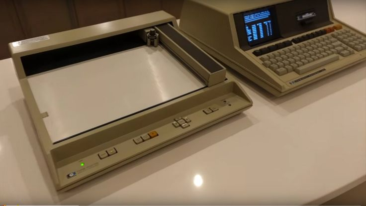 HP 85 computer draws anime on a vintage HP pen plotter - YouTube