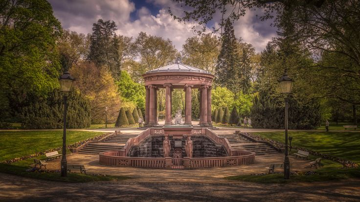 Elisabethenbrunnen - The mineral spring well, Elisabethenbrunnen, in the Kurpark of Bad Homburg, Germany.
