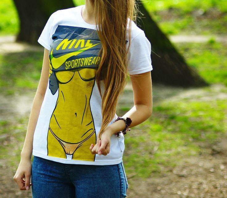 T-shirt damski z nadrukiem odkrytego brzucha dziewczyny SEXY girl SHOCK share&block
