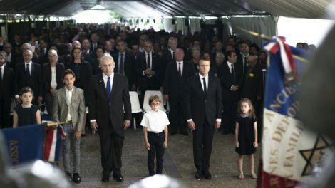 Le président français Emmanuel Macron et le Premier ministre israélien Benjamin Netanyahu ont commémoré ensemble dimanche à Paris le Vel d'Hiv, une rafle massive de juifs à Paris en 1942, avant d'avoir un premier entretien approfondi dans une atmosphère très cordiale.