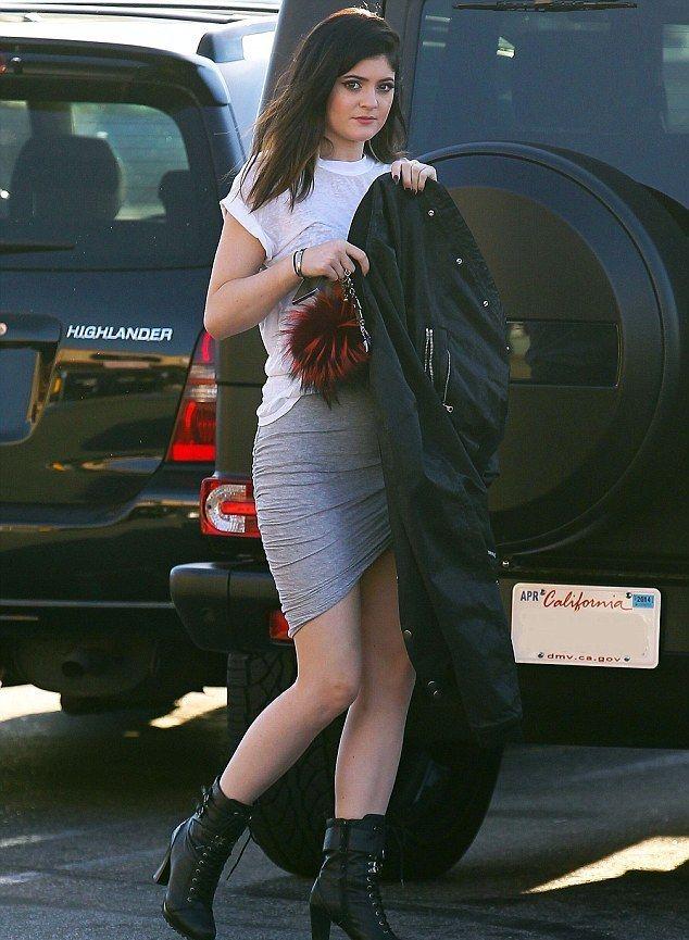 Η Kylie Jenner έκοψε τα μαλλιά της! Δες πόσο της ταιριάζει το νέο χτένισμα | JoyTV