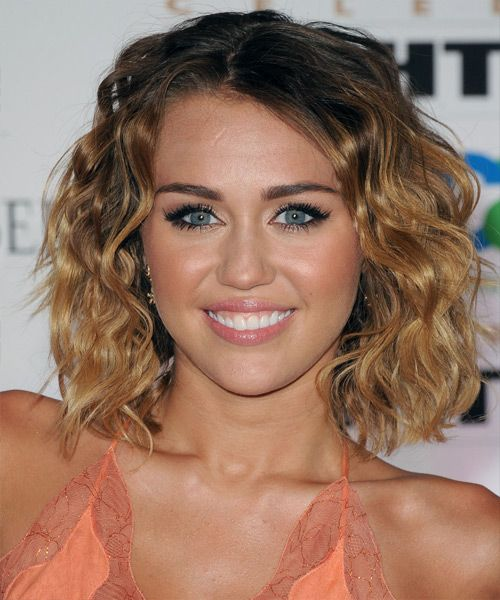 Good Casual Hairstyles For Curly Hair: Miley Cyrus Medium Wavy Casual Bob Hairstyle