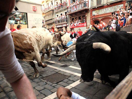 San Fermin 2014, Fiesta/party, Encierro/running of the bulls en Pamplona. Reserva tu hotel y tu balcón con nosotros - Sanfermin.com - Pamplona