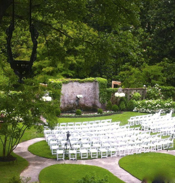 Outdoor Memphis wedding venue. Garden wedding. Annesdale Mansion