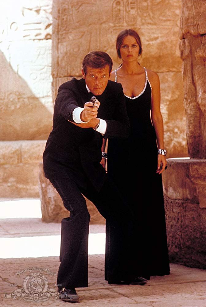 Roger Moore And Barbara Bach In The Spy Who Loved Me 1977 Filmes