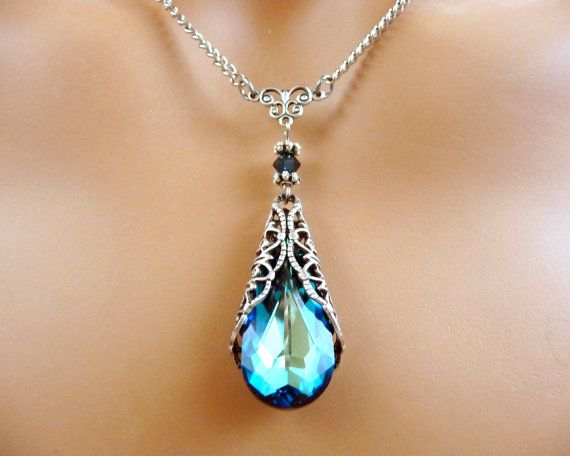 I am in love with this necklace!!