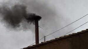 Vanuit Bruno's tuin kon je soms zwarte rook zien. Deze rook stonk ook altijd erg hard. Maar wat Bruno niet wist, was dat deze rook kwam van het verbranden van de joden. En in het laatste deel van het boek, kwam er nog eens rook uit de schoorsteen. En dit was niet alleen van de joden, maar van de joden en Bruno.