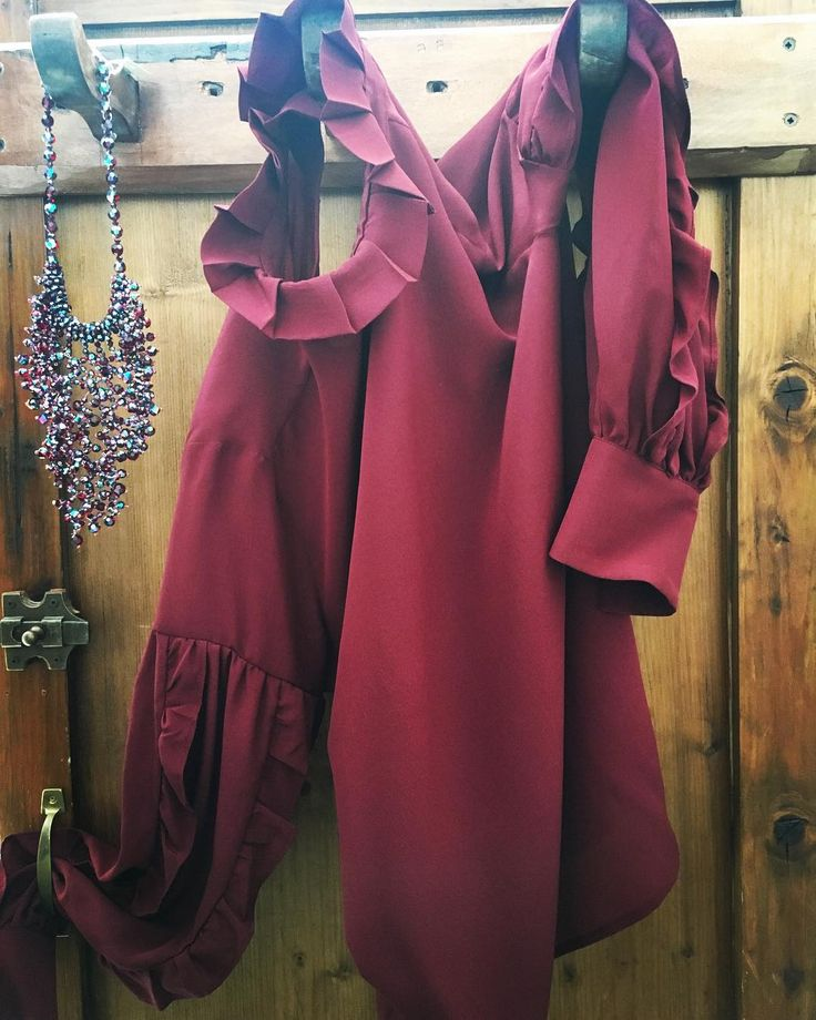 ...o si è un'opera d'arte o la si indossa..#oscarwilde #picoftheday #womenstyle #blouse #tela #madeinitaly #burgundy #alori1961 #necklace #rushitaly #oldstyle #oldfashion #instagood #instamood #instashop #aloriit #shoppingonline #shippingworldwide #paris #milan #berlin #london #contactus #info@alori.it #instalike #eleganceisanattitude #
