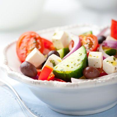 Découvrez la recette Salade grecque à la feta sur cuisineactuelle.fr.