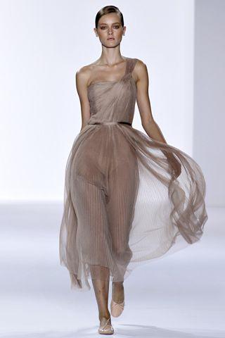 Chloe Spring 2011, like a ballerina