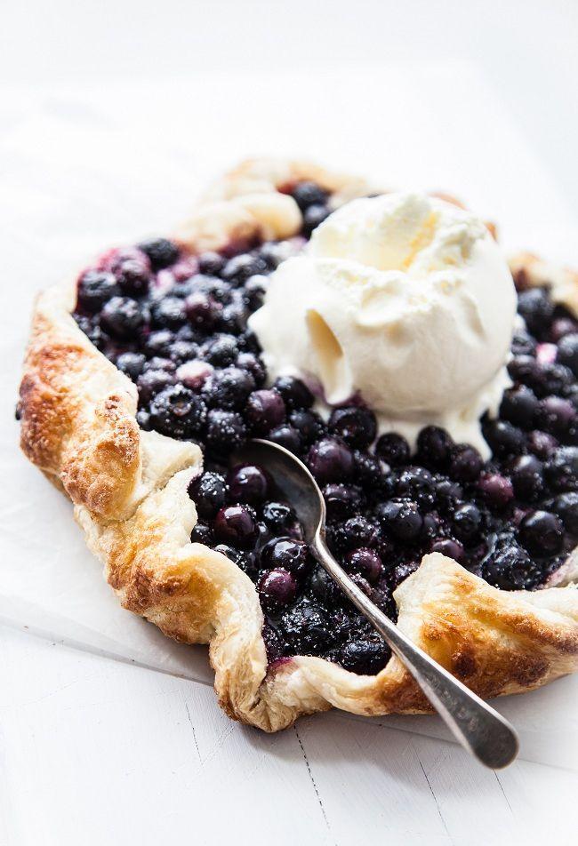 Metsämustikkapiirakka // Wild Blueberry Tart with vanilla ice cream