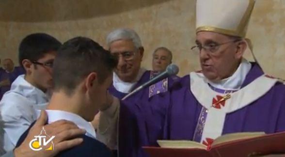 Il Papa in visita ad una Parrocchia di Roma: confessioni, cresime ai ragazzi, Santa Messa e riunione con il Consiglio Pastorale