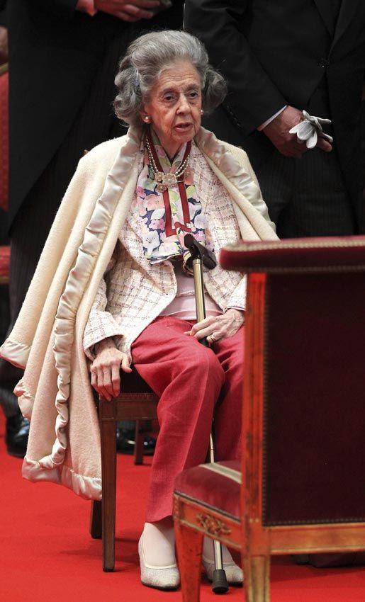 """En noviembre de 2012 volvían a saltar las alarmas por su salud cuando la Casa Real anunció que, debido a su delicado estado, la Reina no asistiría a las celebraciones del Día del Rey, una cita a la que nunca había faltado. ni siquiera pudo acudir en silla de ruedas a la misa del Te Deum, de Palacio lanzaron un mensaje tranquilizador: """"la Reina se encuentra bien. Aún es capaz de andar, si bien tiene problemas para mantenerse en pie durante periodos largos de tiempo"""" © Getty Images"""