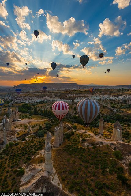 Spectacular Photos of a Hot Air Balloon Trip Over Cappadocia, Turkey