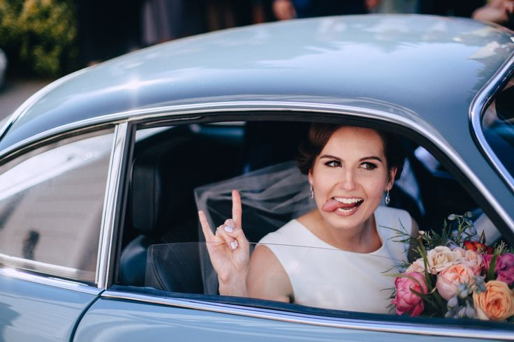 Wedding portrait Studio Słoń: #wedding #realwedding #warsaw #polandwedding #brideandgroom #weddingportrait #weddingbouquet #retrocar #car #weddingbouquet #fannybride #bride