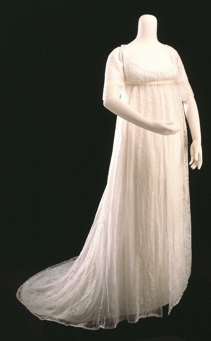 1800 muslin gown: 18th century sleeves covered the elbow. With the transition to the new, lightweight gowns, sleeves began to shorten. Long sleeves were still in use for daywear, but sleeves for evening wear were generally shorter. Early on, sleeves were straight but  ss puff sleeves replaced straight sleeves, the gathering was still concentrated at the back. Throughout this period the direction of the fullness of the sleeve is increasingly outward, not upward.