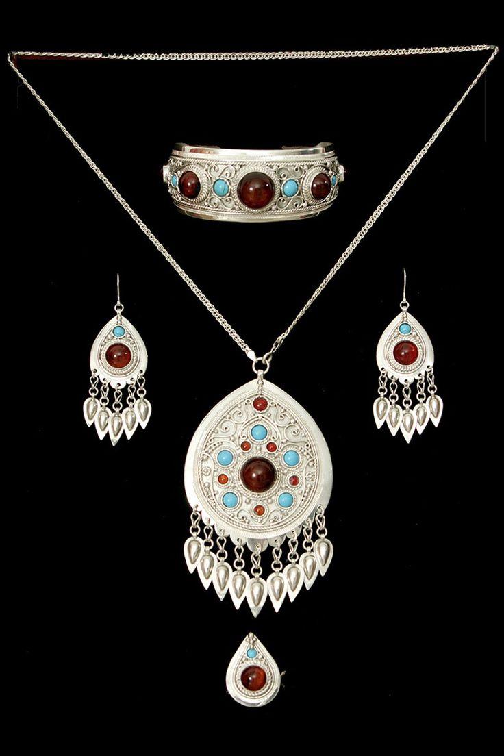 Bracelet, earring, amulet and ring | Kazakhstan Зергера руки золотые | Уникальный Казахстан