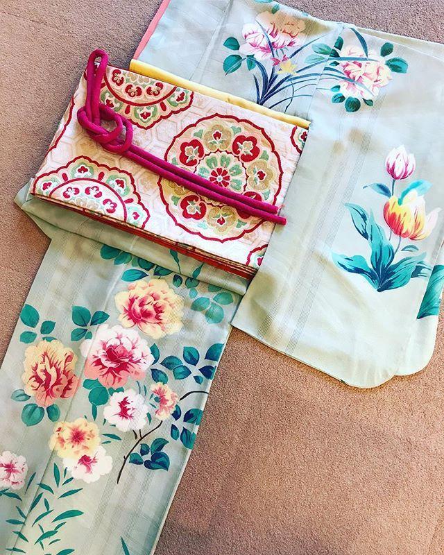 春のアンティーク訪問着 ・ 春のご婚礼シーズン到来です! この季節しか着られない、アンティーク着物をお楽しみ下さい ・ 春らしいパステルグリーンの訪問着。 チューリップやバラなど、洋花が賑やかに咲いています お祝いの場をさらに明るく盛り上げてくれそうです ・ #振袖 #キモノ #アンティーク着物 #kimono #antiquekimono #アンティーク振袖 #成人式振袖 #成人式前撮り #灯屋 #灯屋2 #婚礼衣装 #振袖ヘア #レトロ着物 #レトロ振袖 #中振袖 #着物レンタル #訪問着 #訪問着レンタル #アンティーク訪問着 #結婚式参列 #参列着物 #和装 #ヘアメイクさん募集 . ☆代々木店ブログはこちら☆ http://www.akariya2.com/rentalblog