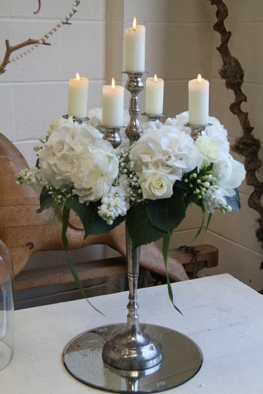 Flores la plaza en cangas del narcea candelabro decorado - Decoracion con hortensias ...