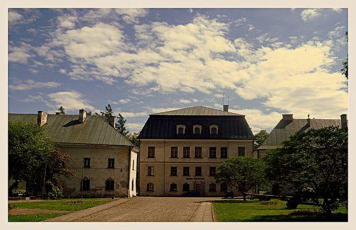 Dukla pałac