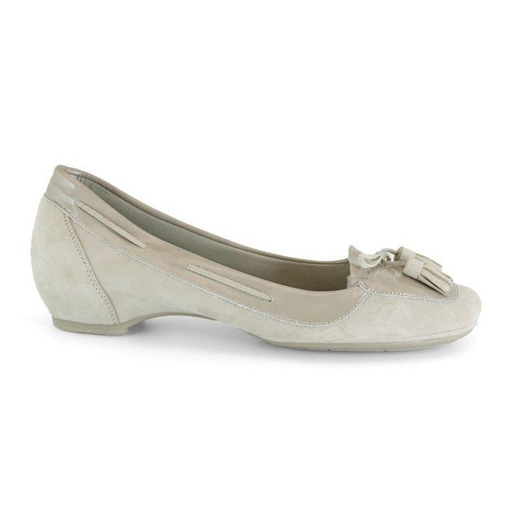 MARCA: Mikaela  Colección: Primavera Verano 2012  Zapato cómodo tipo bailarina pero con cuña interna. Calzado tipo guante muy adaptable al p...