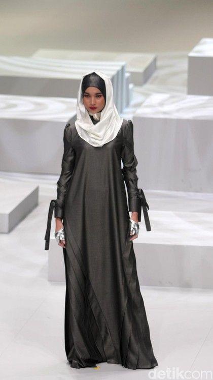 Foto: Koleksi Norma Hauri di Indonesia Fashion Week 2017
