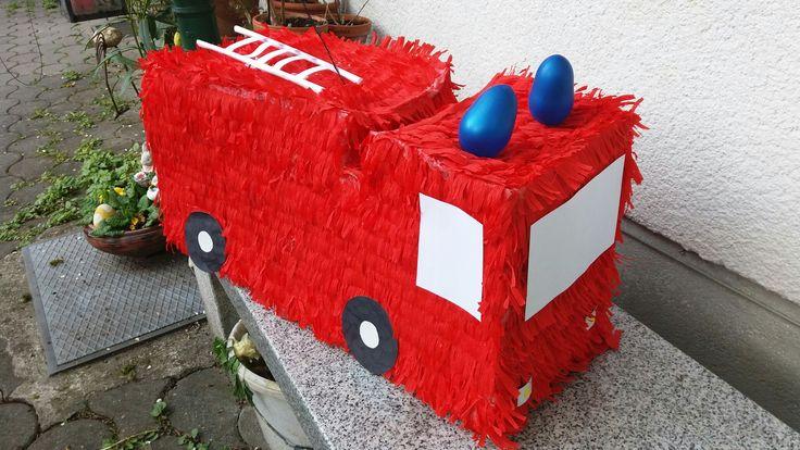 #Feuerwehr #Piniata #Geburtstag  #Geschenk #Feuerwehrauto #Blaulicht #Süßes #Überraschung