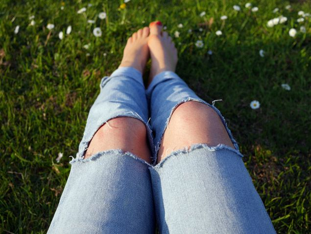 How to wear this season's hottest item: a pair of ripped jeans    http://www.threadandmirror.com/magazine/the-ripped-jeans-how-to-wear  #streetstyle #rippedjeans #threadandmirror