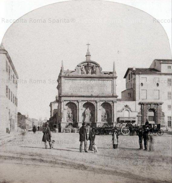 Largo di Santa Susanna. Fontana dell'Acqua Felice con la statua del Mosè