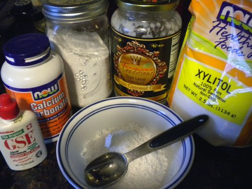 A homemade REMINERALIZING toothpaste recipe - This is a variation of the toothpaste I made recently, but it has more mineral content and is better for strengthening ones teeth. This is gonna be round 2. http://www.thedaviedentist.com/home