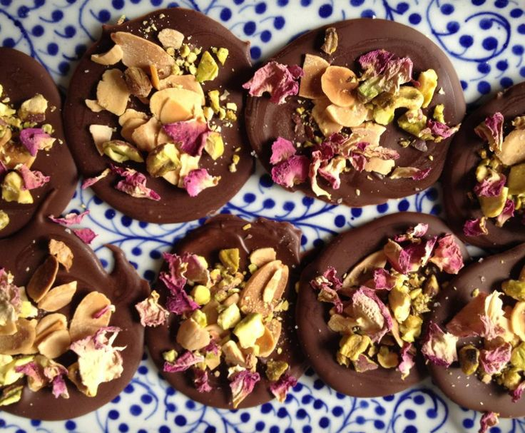 Recipe Sea Salt, almonds and pistachio chocolate snaps by Jane.s - Recipe of category Desserts & sweets