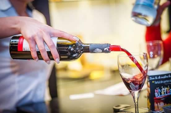 Red wine tasting. Aurelia Visinescu.