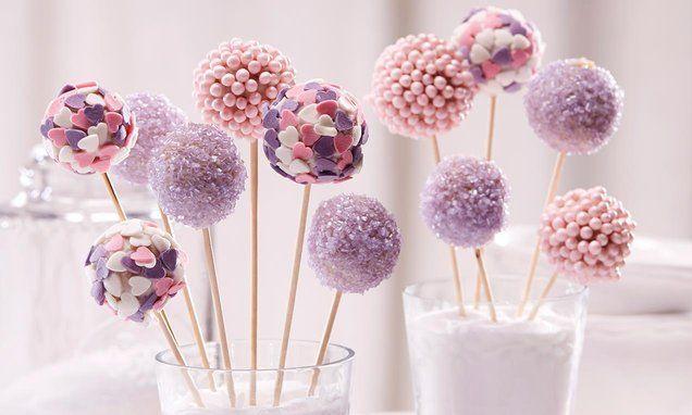 Prinzessinnen-Cakepops - Rosafarbene Lollipops aus Kuchen - kleine Sünden am Stiel.
