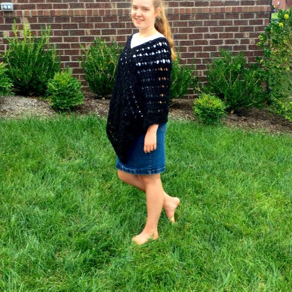 Dancing Shells Poncho in black Laramie