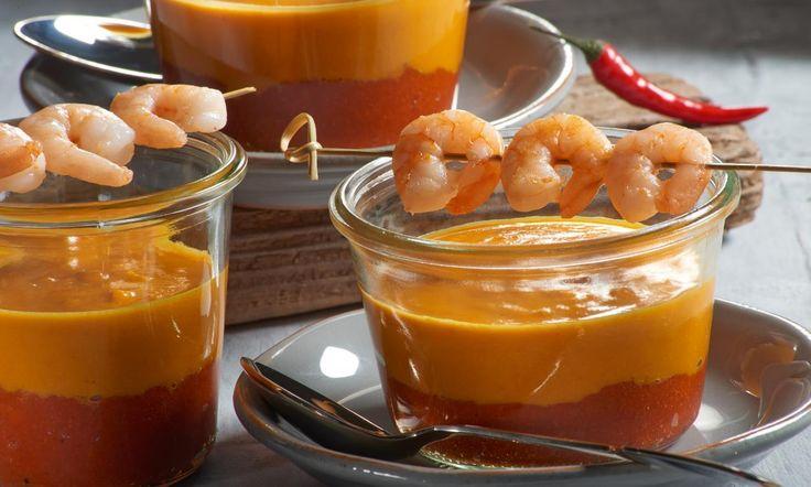 Kürbis-Paprika-Schichtsuppe mit Garnelen Rezept: Raffinierte Kürbis-Suppe mit gebraten Garnelen - Eins von 7.000 leckeren, gelingsicheren Rezepten von Dr. Oetker!