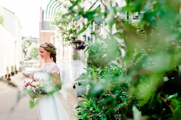 DIY Wedding bij Molen De Adriaan & De Veerplas in Haarlem,Hair & Make-up Knippenduss . Fotografie: Happy Photographer