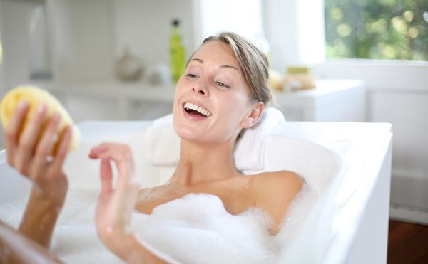 Stressate, stanche e nervose? Arriva il weekend e qualche ora libera per la cura del corpo e della mente. Niente di più efficace di un bagno in relax.http://www.sfilate.it/236771/benessere-bagno-rilassante-regole-doro