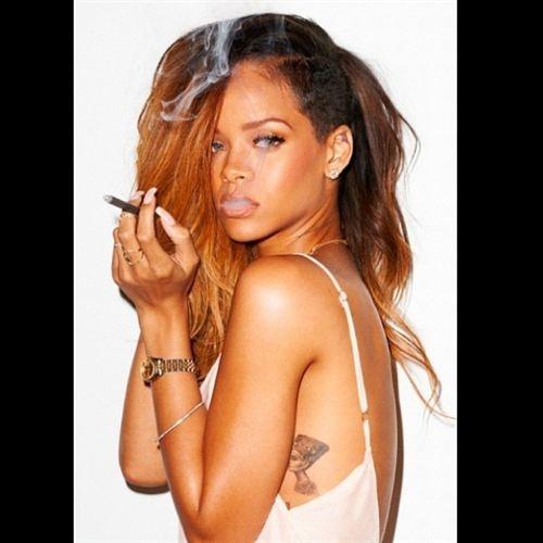 Las provocativas fotos de Rihanna    http://www.europapress.es/chance/gente/noticia-provocativas-fotos-rihanna-20130205101740.html