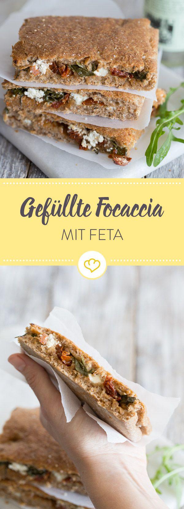 Ein kleines Kraftpaket: Vollkorn-Foccacia mit einer Füllung aus Feta, getrockneten Tomaten und Rucola. Das macht satt - und dabei auch sehr glücklich.