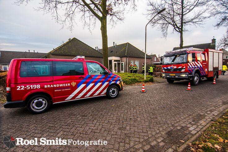 12-12-2016 - Middelbeers - Vestdijk - Hondje gered bij brand verzorgingshuis MIDDELBEERS - Een hond is vanmiddag door de brandweer gered uit een aanleuningwoning in Middelbeers. Uit de woning bij het verzorgingshuis Vestakker kwam rook en de hulpdiensten werden gealarmeerd. Er was geen bewoner in het huis, wel werd de hond gered. http://roelsmitsfotografie.nl/2016/12/16/12-12-2016-middelbeers-vestdijk-hondje-gered-bij-brand-verzorgingshuis/ aanleunwoning,BRAND,brandweer,Fotog