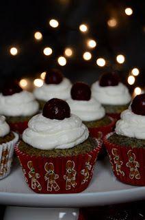 A meggyes mákos kevert sütemény muffin változata. Hozzávalók 12 darabhoz 2 tojás 15 dkg cukor 1 citrom reszelt héja fél d...