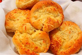 Mama Nems Country Kitchen: Yummy Cheese and Garlic Rolls