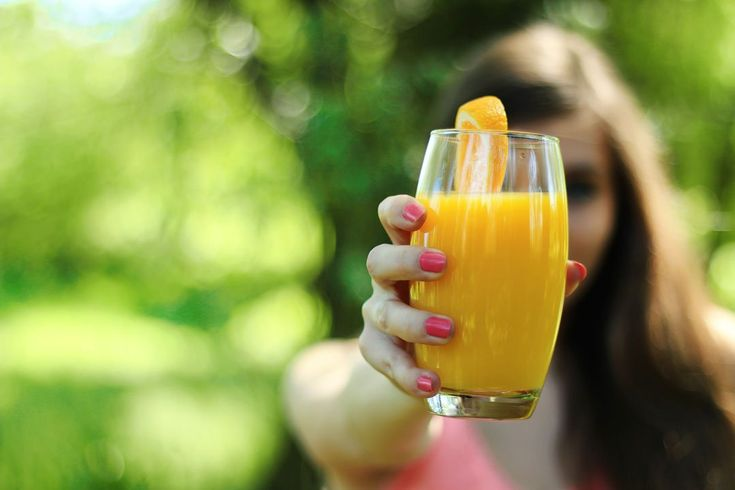 Forscher der Universität Hohenheim haben bei einer Studie festgestellt, dass der Körper Nährstoffe besser aus Orangensaft als aus der Orange aufnehmen kann.