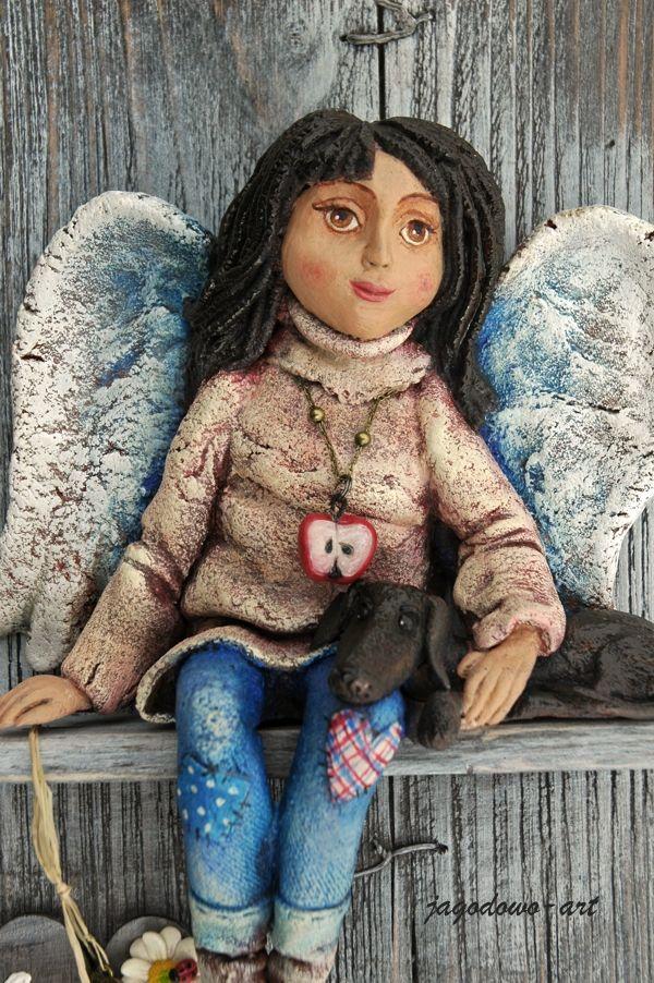 Anioł wykonany ręcznie w technice własnej mieszanej, naklejony na deseczkę sosnową postarzaną, z dedykacją .  Zdjęcie przykłado...