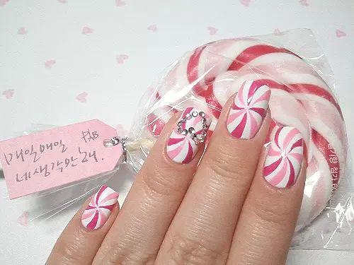 Candy Cane Christmas Nails | Hawaii Kawaii Blog on We Heart It