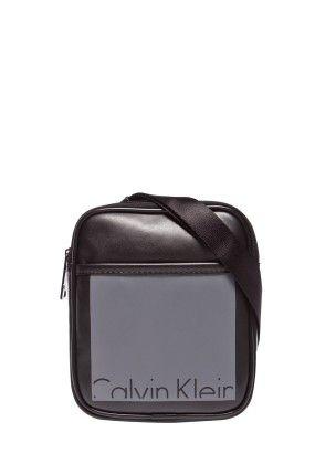 219.90zł TОRBA PODRÓŻNA – CALVIN KLEIN JEANS – TORBA CRUISE MINI FLAT http://mybranding.pl/produkt/tоrba-podrozna-calvin-klein-jeans-torba-cruise-mini-flat/  #moda #fashion #men #mężczyzna #torba #podróżna #calvin #klein #jeans #cruise #mini #flat #czarny #szary #męska #na #ramię
