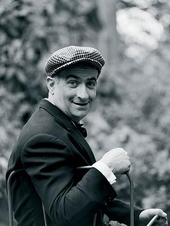 Louis Germain David de Funès de Galarza[fyˈnɛs] (*31. Juli1914inCourbevoie; †27. Januar1983inNantes) war einfranzösischerSchauspieler,Komiker,RegisseurundDrehbuchautorspanischerAbstammung. In seinen Filmen variierte er mit großem Erfolg die Rolle desPatriarchenundCholerikers, der an der Eigendynamik der von ihm in Gang gesetzten Entwicklungen scheitert.